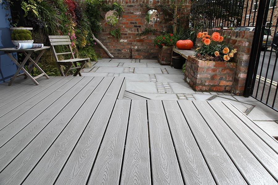 small-trex-gravel-path-deck